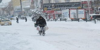 Doğu'da 2 Bin 677 Köy Yolu Kardan Kapalı