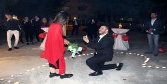 Doğum Gününde Sürpriz Evlilik Teklifi