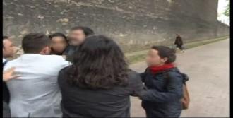 Protestocular, Polisi Tartakladı