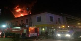Düzce'de 4 Binanın Çatısı Yandı