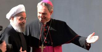 Ruhani Papa'dan Dua Etmesini İstedi