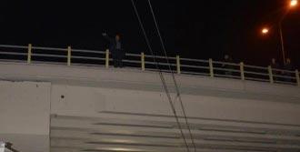 Köprüye Çıkıp İntihara Kalkıştı