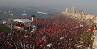 100 Bin İzmirli Andımız'ı Okudu