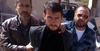 Uyuşturucu Satıcısını Bıçaklayarak Öldürdü
