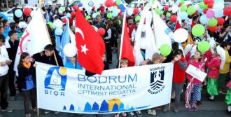 Optimistlerden Kortej Yürüyüşü