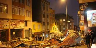 İstanbul'da Lodos Hayatı Felç Etti