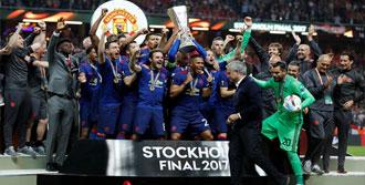 UEFA Avrupa Ligi'nde Kupanın Sahibi Manchester United