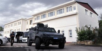Edremit Belediyesi'nde Polis Arama Yaptı