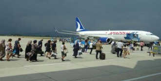 Edremit Havalimanı'nda Bayram Yoğunluğu