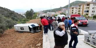 El Frenini Çekmeden İndiği Minibüsün Altında Kaldı