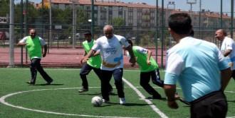 Elazığ Valisi Engellilerle Futbol Oynadı