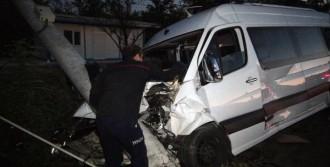 Elazığ'da Trafik Kazası: 16 Yaralı