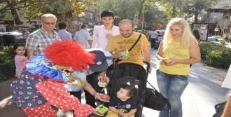 Elma Festivali Tanıtımında 2 Ton Elma Dağıtıldı