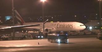 Emirates Uçağı Acil İniş Yaptı