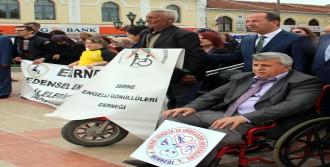 Engelliler Haftası'nda Atatürk Anıtı'nda Saygı Duruşu