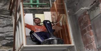 Engelliye Laz Usulü Asansör