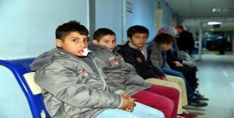 Erbaa'da Kamyonla Minibüs Çarpıştı: 13 Yaralı