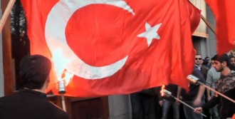 Türk Bayrağına Küstah Saldırı