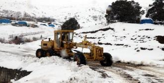 32 Köy Yolu Kapandı