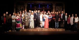 Tiyatrolar Seyirci Rekoru Kırıyor