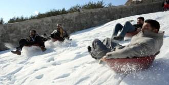 Erzurum'da Leğenle Kayak Festivali