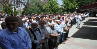 Filistinli'ler İçin Gıyabi Cenaze Namazı