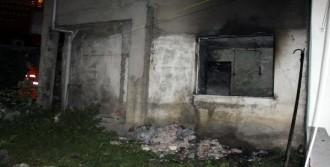 Evini Ateşe Verdiği İddia Edilen Kişiye Mahalleli Tepkisi
