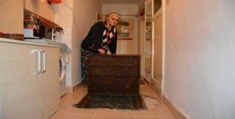 Evinin İçinden Geçen 'Kanalizasyon'
