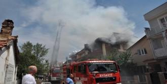 Evlerinde Yangın Çıkan İki Çocuğu İtfaiye Kurtardı
