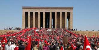 Anıtkabir 24 Nisan'da 24 Saat Açık Olacak