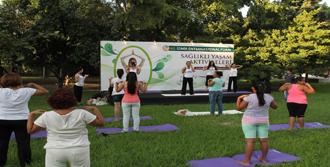 Fuar Yorgunluğunu Yoga İle Attılar