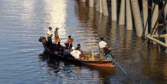 Myanmar'da Otobüs Nehre Uçtu