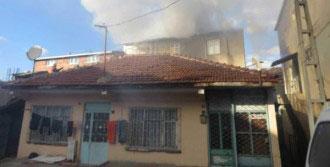 Alevlerin Evine Sıçramaması İçin Hortumla Su Sıktı