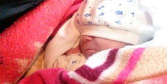 10 Günlük Bebeği Mezarlığa Terk Ettiler