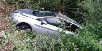 Otomobil Dereye Uçtu: 1 Kayıp, 1 Yaralı