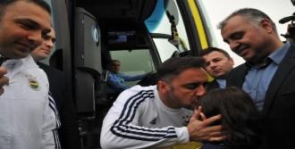 Fenerbahçe Yalova'da Çiçeklerle Karşılandı
