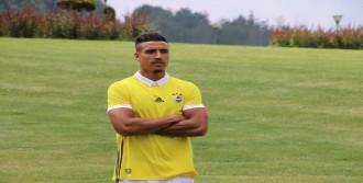 Fenerbahçe'nin Yeni Transferleri Yeni Sezon Formalarını Tanıttı