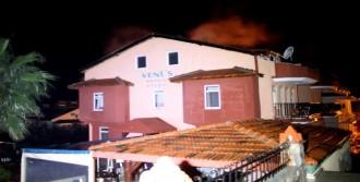 Fethiye'de Apart Otelin Çatısı Yandı