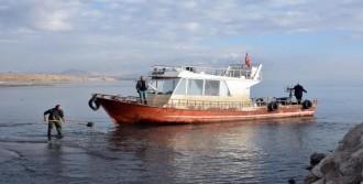 Balıkçı Tekneleri Limana Yanaşamıyor