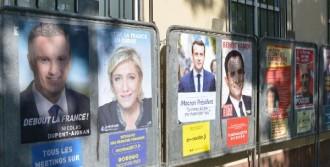 Fransa Sokakları Seçim Afişleriyle Donatıldı