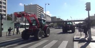 Traktörleri İle Paris'e Geldiler