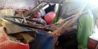 Eve Çarpan Traktörün Sürücüsü Öldü