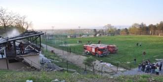 Futbol Sahasının Soyunma Odaları Yandı