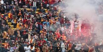 Galatasaray taraftarından derbi öncesi coşkulu destek!