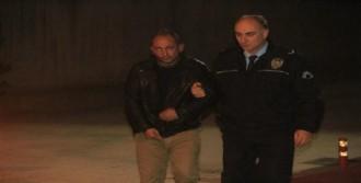 Galatasaray'a Kızdı, Banka Camını Kırdı