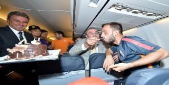 Çolak'a Uçakta Doğum Günü Sürprizi
