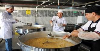 Gaziantep'te Şehitler İçin 40 Bin Kişiye Helva