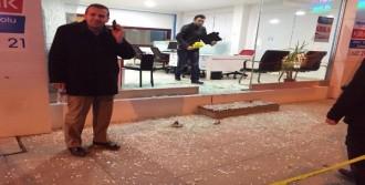 Gebze'de Emlak Ofisi Kurşunlandı
