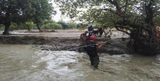 Su Baskını; 7 Kişi Mahsur Kaldı