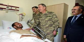 Genelkurmay Başkanı Akar'dan Yaralı Askerlere Ziyaret